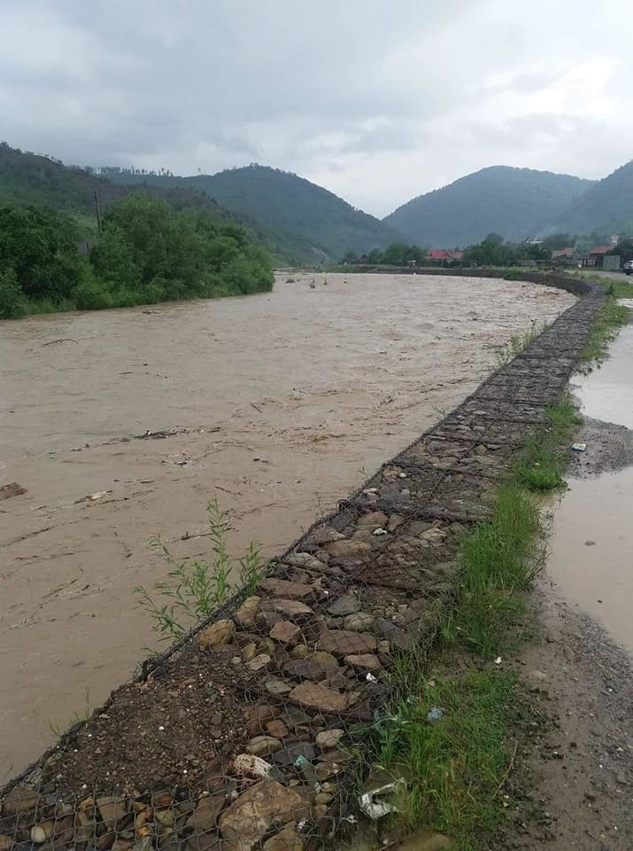 Apele Romane: Sunt depasite cotele de pericol pe raul Negru si cele de inundatie pe Olt, Dobrovat si Vaslui