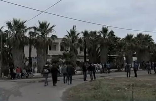Atentie, turisti! O insula din Grecia, invadata de refugiati care au umplut plajele de mizerie