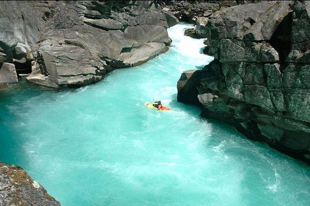 Imagini pentru imagini cu apa curgatoare